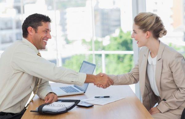 Qual o comportamento ideal do recrutador em uma entrevista?
